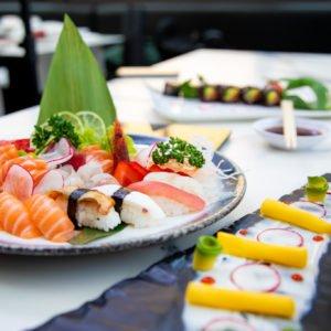 Cucina Fusion, piatti di sushi e sashimi
